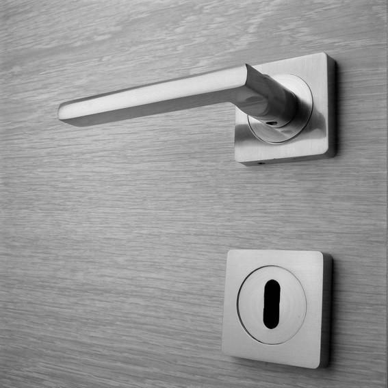 Door handle, Zinc base + Alu. Handle AH003